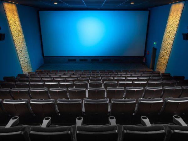 UV-C desinfectie van oppervlakten in theaters en bioscopen